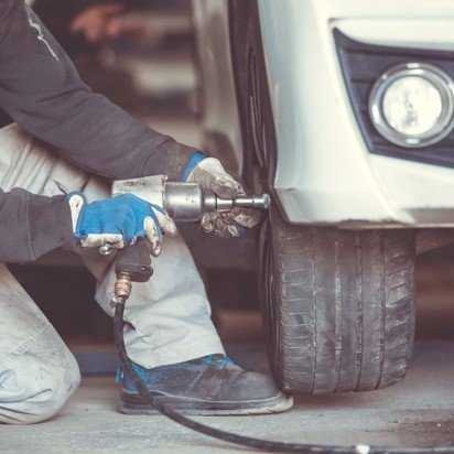 Sửa xe tải lưu động quận 9 - Phục vụ nhanh, có mặt kịp thời