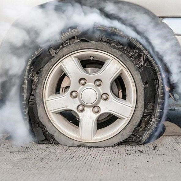 Cách xử lý các sự cố đột ngột khi lái xe tải trên đường bác tài cần biết