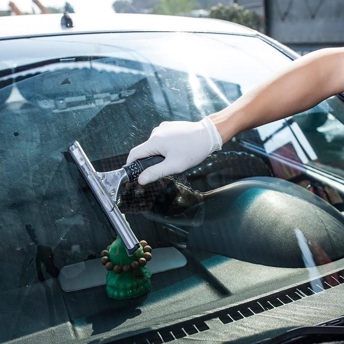 Chia sẻ bí quyết bảo dưỡng kính chắn gió tài xế nên biết