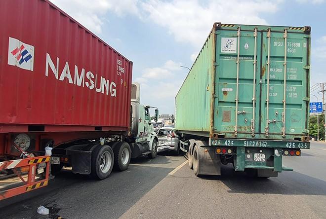 Tác hại của xe container chở hàng quá tải